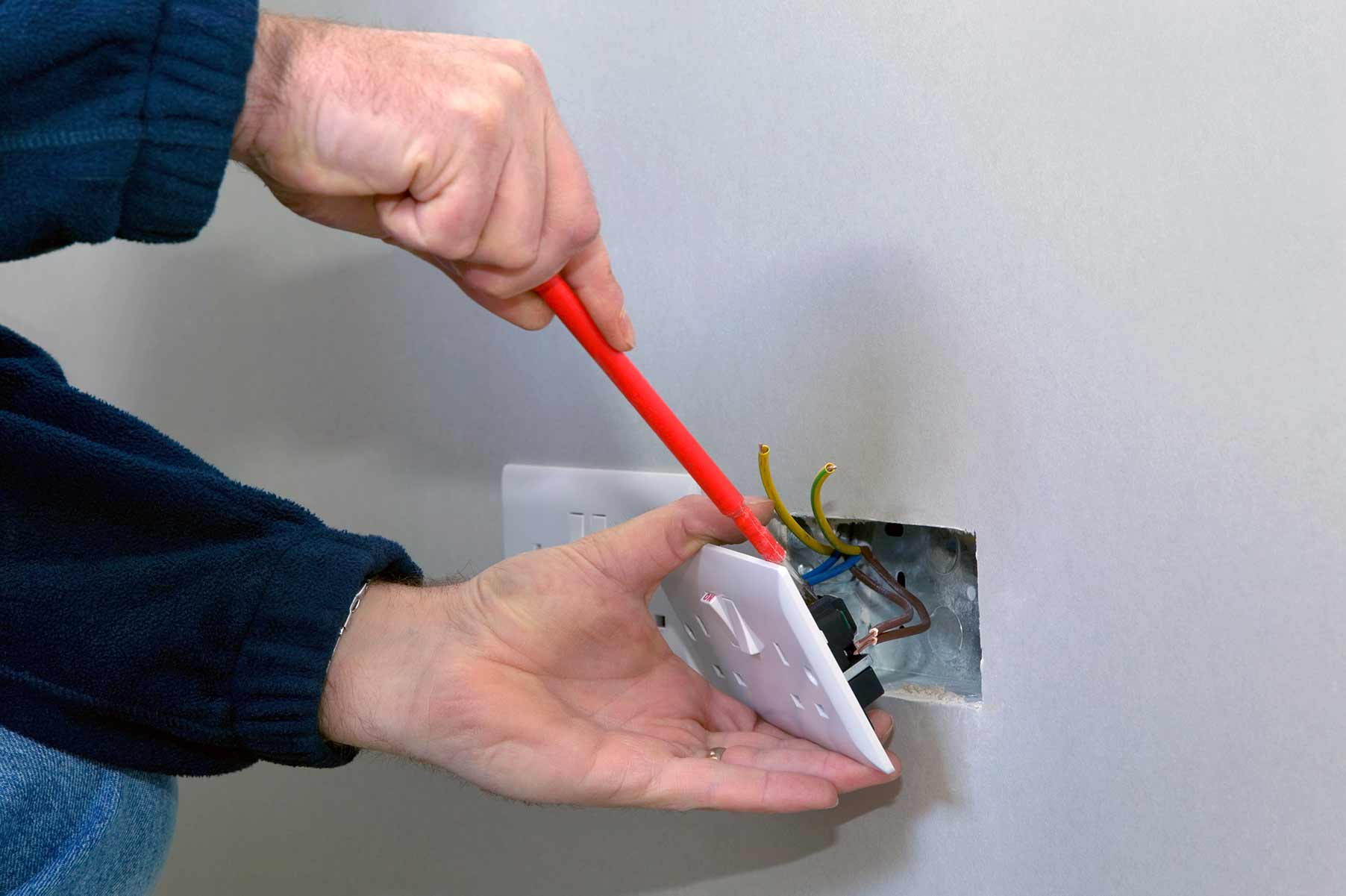Our electricians can install plug sockets for domestic and commercial proeprties in Notting Hill and the local area.